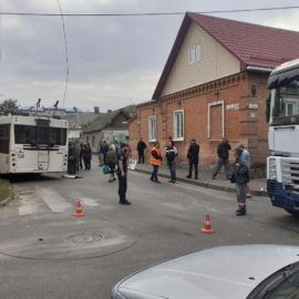 Аварії у центрі Кропивницького, вантажівка не пропустила тролейбус.